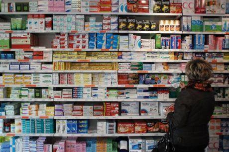 des-medicaments-dans-une-pharmacie